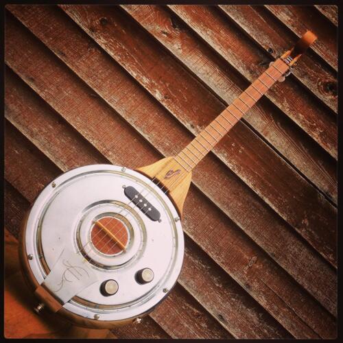 Dekielcaster. Elektryczne  banjo zbudowane na bazie kołpaka od Fiata 125p nalezacego kiedys do mojego ojca