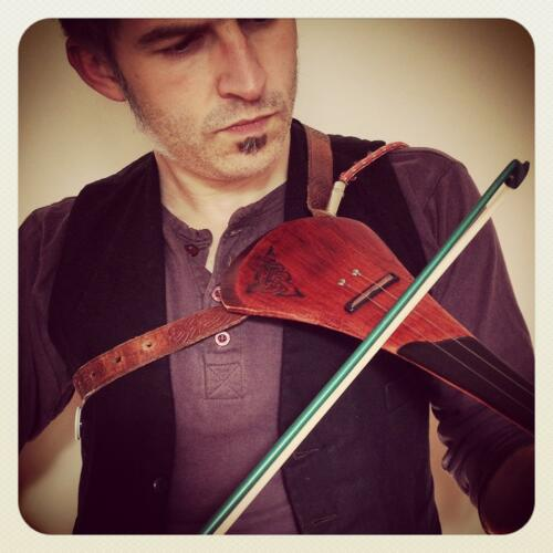 Dwustrunowy Hurleyvarius. Zbudowane z nadzieja, ze maestro Stradivari nie obraca sie zbyt szybko w grobie...
